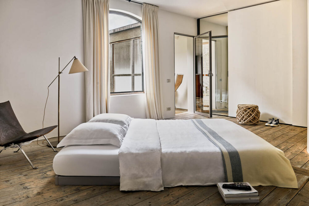 chambre avec lit double en mezzanine